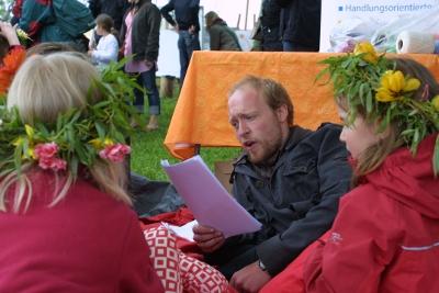 Kai liest auf dem Lämmermarkt in der Denkmalschmiede Höfgen 2010
