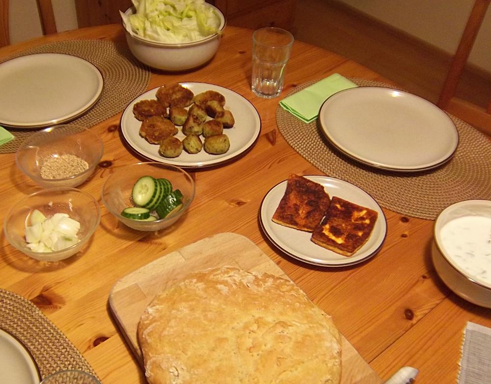 Fertige Falafel mit Fladenbrot