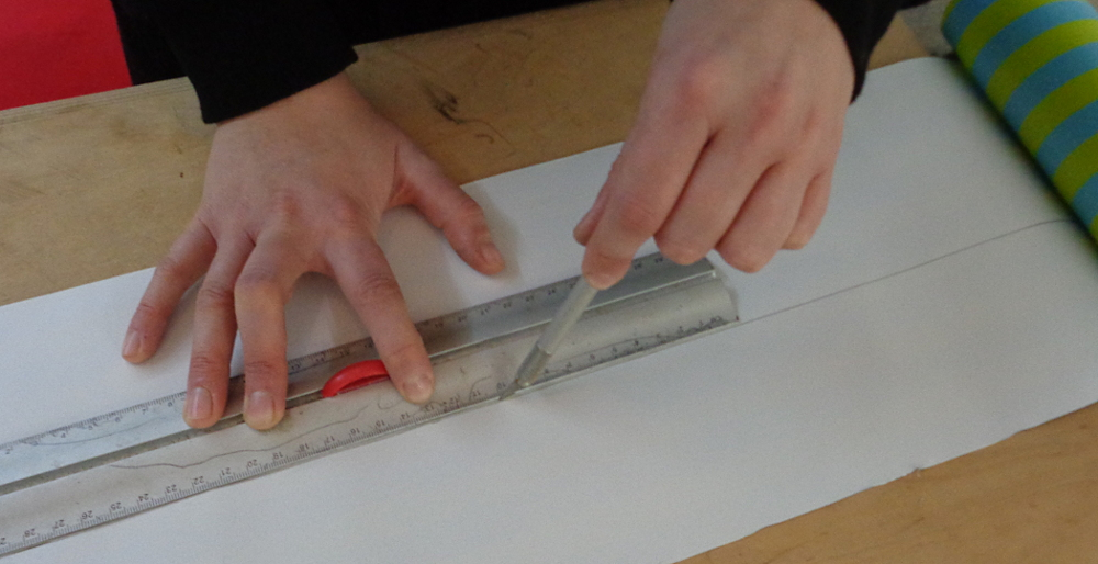 Garderobe bauen – Papier schneiden