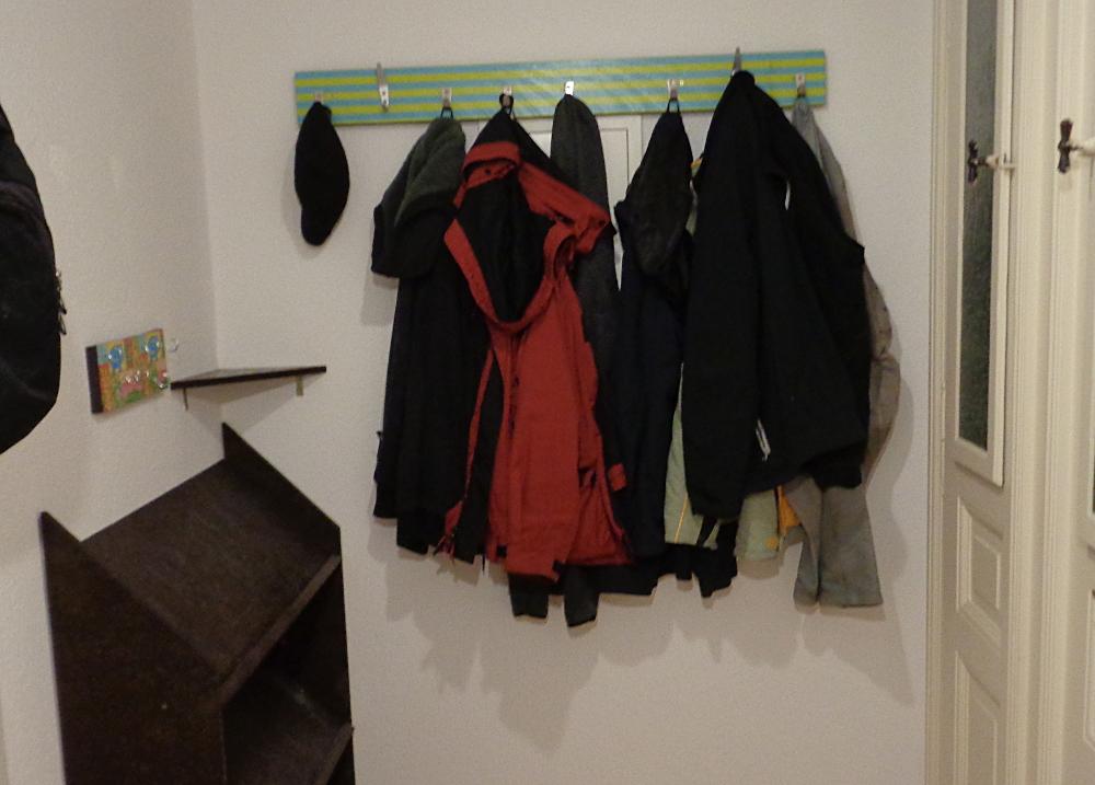 Garderobe bauen – Fertiger und bezogener Eingangsbereich