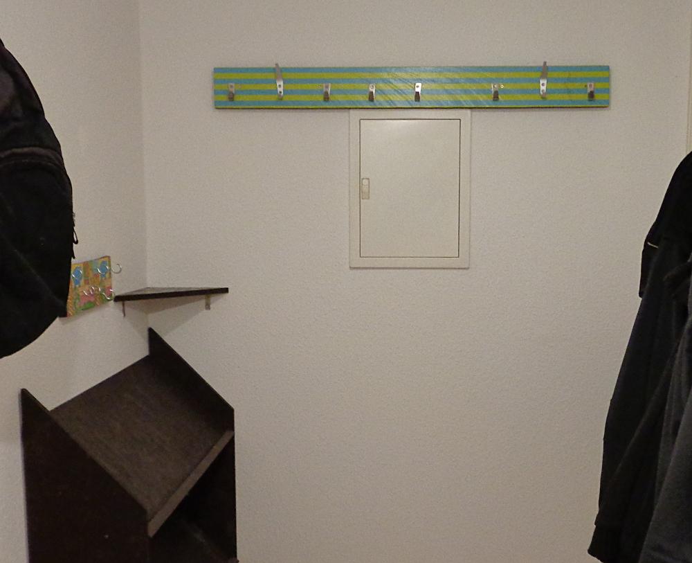 Garderobe bauen – Fertiger und unbezogener Eingangsbereich