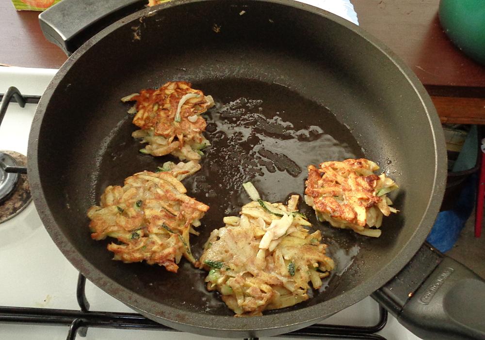 Kartoffelpuffer aus der Gartenkueche - Brutzeln
