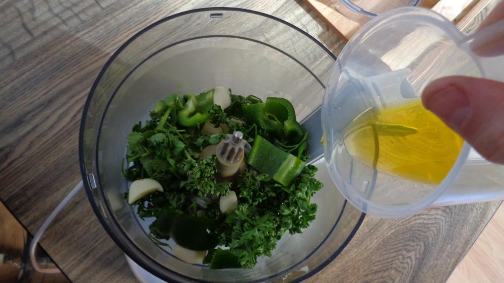 Mojo verde - Küchenmaschine befüllen