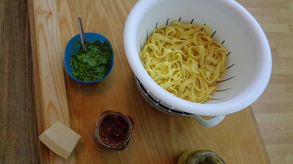Bissfeste Nudeln mit Eiern und Hartweizengrieß – Menü