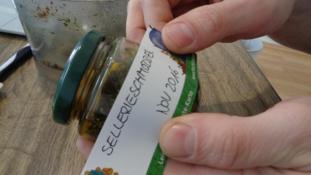Sellerie-Aufstrich – Etikettieren