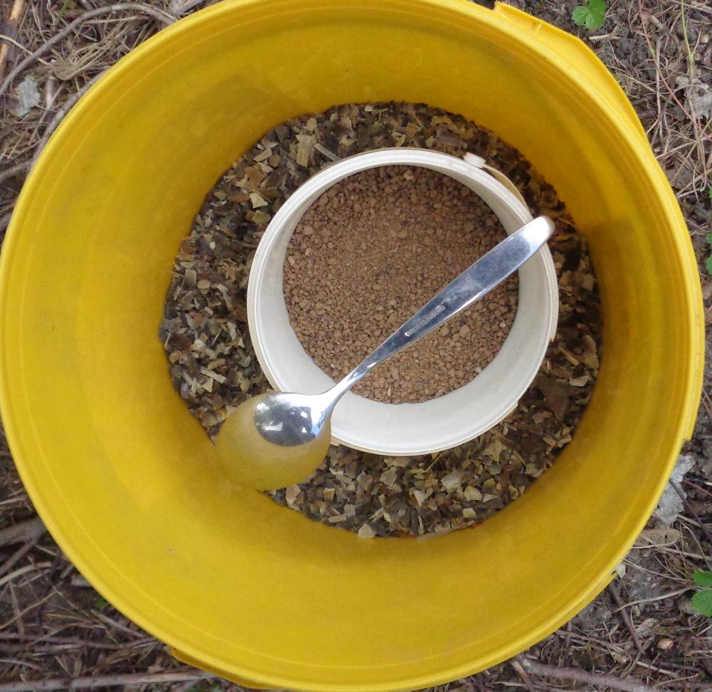 Weiße Johannisbeere zur Spindel umwandeln – Beerendünger und Hornspäne