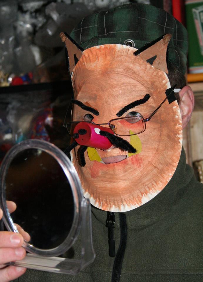 Halloween mit Schweinemaske