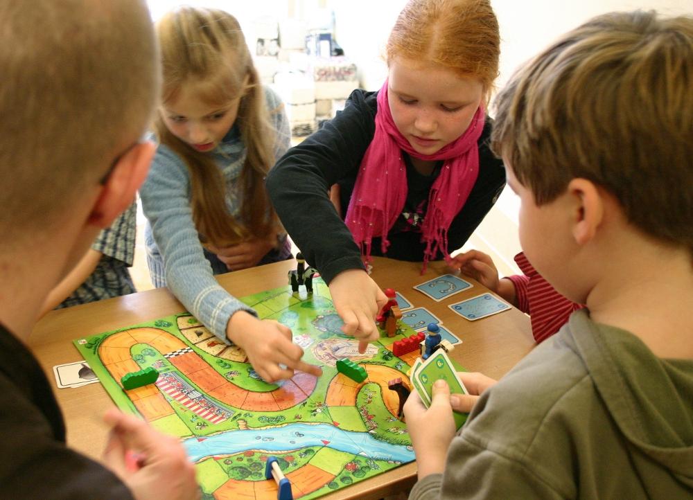 Gesellschaftsspiele mit Kindern und Erwachsenen